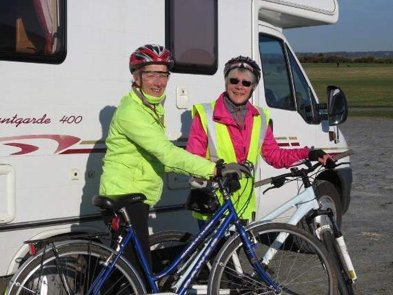 Ros and Marion prepare for their cycling challenge
